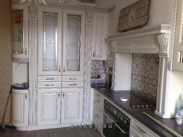 Заказать кухню в классическом стиле СПб - Фабрика кухонь СПб Арт-Дизайн в своих классических кухнях использует комплектующие от европейских производителей и фасады поставщиков Германских и Итальянских фабрик. Вы всегда можете купить кухню под заказ, сделав свой выбор в пользу современного или классического дизайна. Однако, не важно, на каком из стилей вы в итоге остановите свой выбор кухонного гарнитура, кухонная мебель фабрики Арт-Дизайн идеально совпадет с Вашими представлениями о функциональности и комфорте на Вашей кухне. Новая кухня от фабрики кухонь СПб Арт-Дизайн – станет прекрасной изюминкой Вашего гостеприимного загородного дома или городской квартиры.